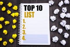Begreppsmässig överskrift för handhandstiltext som topp 10 visar affärsidéen för tio lista för listan för framgång som tio är skr Royaltyfri Foto