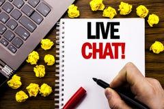 Begreppsmässig överskrift Live Chat för handhandstiltext Affärsidé för kommunikationen Livechat som är skriftlig på minnestavlabä Fotografering för Bildbyråer