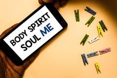 Begreppsmässig anda för ande för kropp för handhandstilvisning mig Tillstånd för medvetenhet för terapi för jämvikt för affärsfot royaltyfri foto