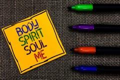 Begreppsmässig anda för ande för kropp för handhandstilvisning mig Tillstånd för medvetenhet för terapi för jämvikt för affärsfot arkivfoto