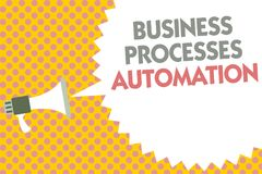Begreppsmässig automation för processar för affär för handhandstilvisning Affärsfototext som utförs för att uppnå digital omformn Arkivbild