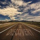 Begreppsmässig bild av vägen med ordupptäckten arkivfoto