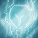 Begreppsmässig bild för bakgrund av den digitala chiplightbulben på blått Arkivfoton