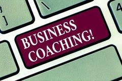 Begreppsmässig coachning för affär för handhandstilvisning Konsulterande expert för affärsfototext din fälterfarenhet vektor illustrationer