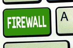 Begreppsmässig Firewall för handhandstilvisning Att ställa ut för affärsfoto skyddar nätverket eller systemet från obehörigt till royaltyfria foton