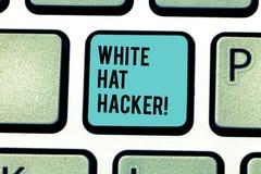 Begreppsmässig hand som skriver visa den White Hat en hacker Specialist för säkerhet för dator för affärsfototext sakkunnig i gen arkivfoto