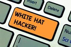 Begreppsmässig hand som skriver visa den White Hat en hacker Specialist för säkerhet för dator för affärsfototext sakkunnig i gen arkivbild