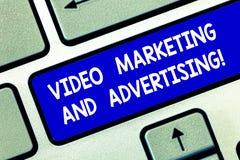 Begreppsmässig handhandstil som visar den videopd marknadsföringen och annonserar Affärsfoto som ställer ut befordranaktionen fotografering för bildbyråer