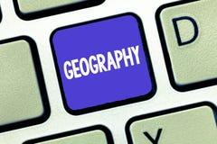 Begreppsmässig handhandstil som visar geografi Affärsfoto som ställer ut studien av fysiska särdrag av jord och dess atmosfärnatu royaltyfri bild