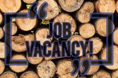 Begreppsmässig handhandstil som visar Job Vacancy Tillstånd för affärsfototext av att vara tomt eller tillgängligt jobb att tas royaltyfria bilder