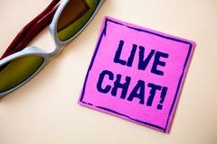 Begreppsmässig handhandstil som visar Live Chat Motivational Call Konversation för massmedia för affärsfototext meddelar realtids Royaltyfria Foton