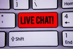 Begreppsmässig handhandstil som visar Live Chat Motivational Call Konversation för massmedia för affärsfototext meddelar realtids Fotografering för Bildbyråer