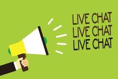 Begreppsmässig handhandstil som visar Live Chat Live Chat Live pratstund Affärsfoto som ställer ut samtal med onl för folkvänsläk Arkivbild