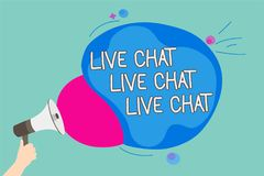 Begreppsmässig handhandstil som visar Live Chat Live Chat Live pratstund Affärsfoto som ställer ut samtal med onl för folkvänsläk royaltyfria bilder