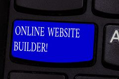 Begreppsmässig handhandstil som visar online-Websitebyggmästaren Program eller hjälpmedel för affärsfototext som hjälper dig att  royaltyfria foton