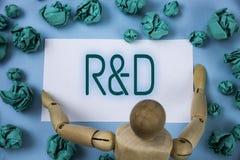 Begreppsmässig handhandstil som visar R D Innovationer för utredningar för forskning och för utveckling för affärsfototext skrift arkivfoton