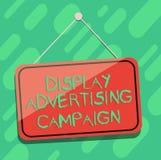 Begreppsmässig handhandstil som visar skärmreklamkampanjen Att ställa ut för affärsfoto framför ett kommersiellt meddelande stock illustrationer