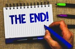 Begreppsmässig handhandstil som visar slutet Motivational appell Affärsfoto som ställer ut avslutning av tid för något avsluta av arkivfoton