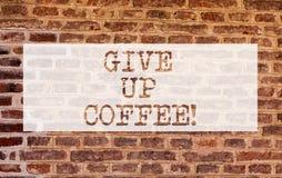 Begreppsmässig handhandstiluppvisning ger upp kaffe Affärsfoto som ställer ut stoppet som dricker varma drycker med koffein arkivbilder