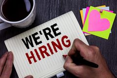 Begreppsmässig handhandstilvisning som vi som är beträffande, hyr Job Man för placering för arbetskraft för anställning för adver arkivbild
