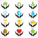 Begreppsmässig handsymbol med olika objektsymboler Arkivfoton