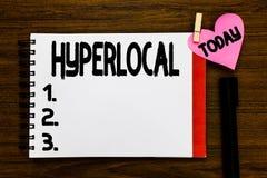 Begreppsmässig Hyperlocal handhandstiluppvisning Affärsfototext om att angå en liten gemenskap eller geografiskt fotografering för bildbyråer