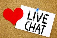 Begreppsmässig inspiration för överskrift för handhandstiltext som visar det Live Chat begreppet för att prata begrepp och föräls Fotografering för Bildbyråer