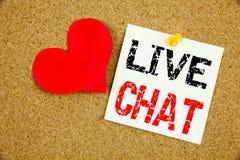 Begreppsmässig inspiration för överskrift för handhandstiltext som visar det Live Chat begreppet för att prata begrepp och föräls Arkivfoto