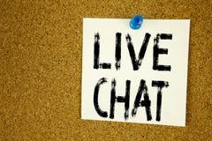 Begreppsmässig inspiration för överskrift för handhandstiltext som visar Live Chat Affärsidé för att prata den kommunikationsDigi Arkivbilder