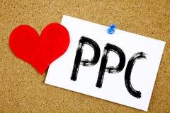Begreppsmässig inspiration för överskriften för handhandstiltext som visar PPC - betala per klickbegreppet för internet SEO Money Fotografering för Bildbyråer