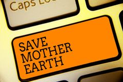 Begreppsmässig jord för moder för räddning för handhandstilvisning Affärsfototext som gör små handlingar, förhindrar värmeenergi  royaltyfri foto