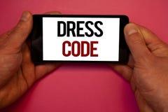Begreppsmässig kod för klänning för handhandstilvisning Affärsfoto som ställer ut regler av vad du kan bära och inte till skolan  royaltyfria foton