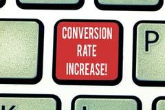 Begreppsmässig omvandling Rate Increase för handhandstilvisning Affärsfoto som ställer ut procentsats av användare som tar arkivbild