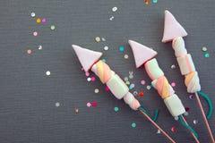 Begreppsmässig söt marshmallow Rocket Fireworks Royaltyfria Bilder