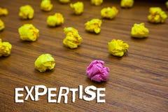 Begreppsmässig sakkunskap för handhandstilvisning Affärsfoto som i synnerhet ställer ut det sakkunniga fältet för expertis eller  arkivfoto