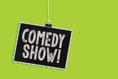 Begreppsmässig show för komedi för handhandstilvisning Medel för roligt program för affärsfototext humoristiskt underhållande av  stock illustrationer