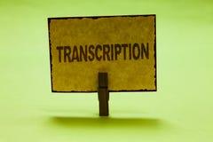 Begreppsmässig transkription för handhandstilvisning Smsar den skriftliga eller utskrivavna processen för affärsfototext av att k arkivfoto