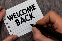 Begreppsmässig välkomnande för handhandstilvisning tillbaka Affärsfotoet som ställer ut varma hälsningar, ankom accepterade nöjda royaltyfri bild