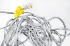 begreppsmässiga bildinternet för kabel arkivbild
