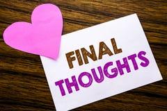 Begreppsmässiga tankar för final för visning för handhandstiltext Begrepp för summarisk text för avslutning som är skriftlig på k royaltyfri foto