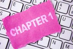 Begreppsmässigt kapitel 1 för handhandstilvisning Affärsfoto som ställer ut starta något som är ny eller göra de stora ändringarn arkivfoto