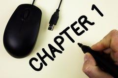 Begreppsmässigt kapitel 1 för handhandstilvisning Affärsfoto som ställer ut starta något som är ny eller göra de stora ändringarn fotografering för bildbyråer