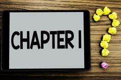 Begreppsmässigt kapitel 1 för handhandstilvisning Affärsfoto som ställer ut starta något som är ny eller göra de stora ändringarn arkivbild