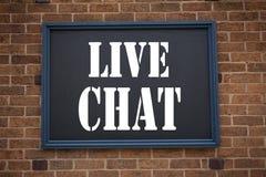 Begreppsmässigt meddelande Live Chat för visning för inspiration för överskrift för handhandstiltext Affärsidé för att prata komm Royaltyfri Bild