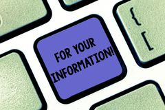 Begreppsmässigt For Your Information för handhandstilvisning Information om affärsfototext delas och att ingen direkt handling royaltyfri fotografi