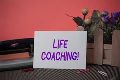 Begreppsm?ssig coachning f?r liv f?r handhandstilvisning Demonstrering f?r aff?rsfototext som anv?nds f?r att hj?lpa visning, n?r royaltyfri foto