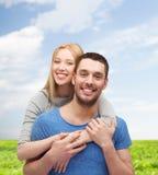 begreppspar som kramar att le för förälskelse Arkivbild
