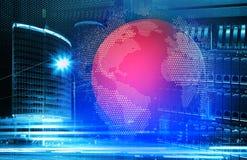 Begreppssikt av stor datateknologi med serveror mot skyskrapa i stad Royaltyfri Bild