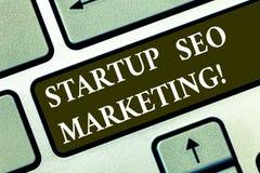 Begriffs- Handschrift, die Start-Seo Marketing zeigt Geschäftsfototext Attract qualifizierte Führungen während Ihre Arbeit lizenzfreie stockfotos