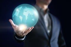 Begriffsbild des Geschäftsmannes mit Sozialverbindung, on-line-Netztechnikgeschäft stockbilder